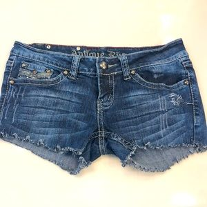 ANTIQUE RIVET repurposed jean shorts size 27(XS)